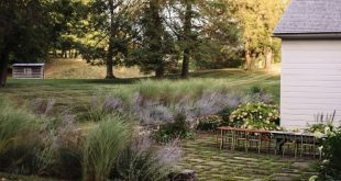 """The """"Anti-Trophy"""" Landscape: A Charming Country Garden in Columbia County, NY"""