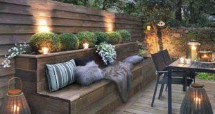 terrasse-en-bois-chaudeuse-et-eclairee_5658421.jpg (2000 × 2621) Weitere Entdeckungen auf Déco Tendency.com #deco #design #blogdeco #blogueur - Monika Rolfes